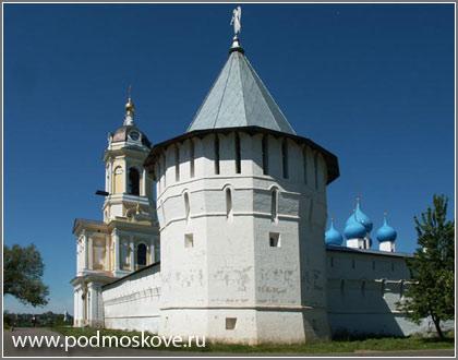 Высоцкий монастырь: Монастырские стены