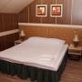 Природный курорт Яхонты: Коттедж с баней, спальня