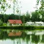 База отдыха Горшиха: Пруд на территории